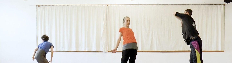 GRIPS Theater und TanzTangente tanzen, als würde niemand zusehen