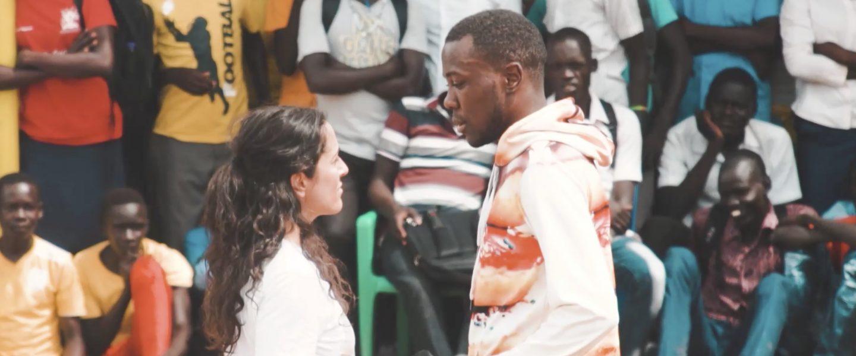 Nina Reithmeier und Matondo Castlo singen in Uganda